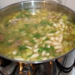 soep, snijbonensoep, spekjes, witte bonen, selderij, knolselderij, aardappel, bouillon, karbonade, wintersoep
