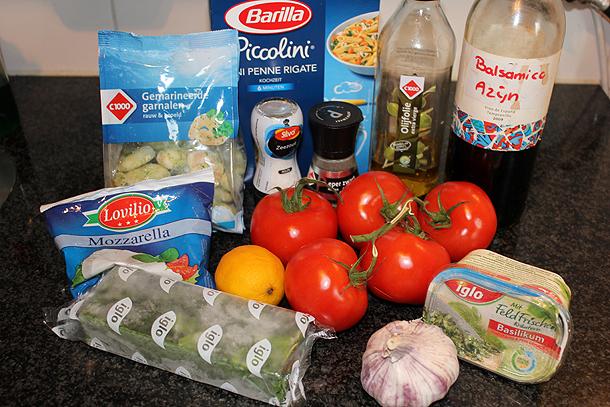 pasta met garnalen, spinazie, mozzarella, tomaat, balsamicoazijn