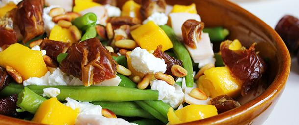 sperziebonen, mango, geitenkaas, salade, pijnboompitten, dadels