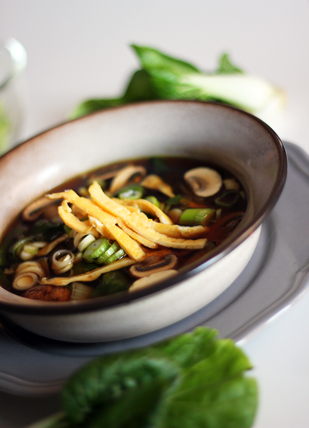oosterse soep bouillon paksoi champignons